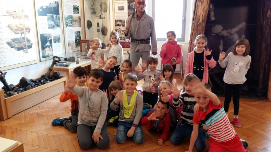 Prvošolci v muzeju